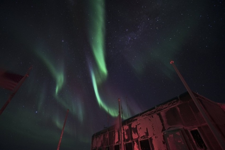 Aurorae over the elevated station